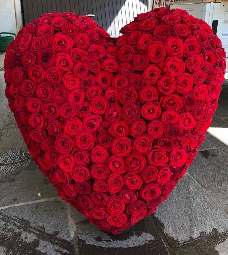 00 Trauerherz aus roten Rosen