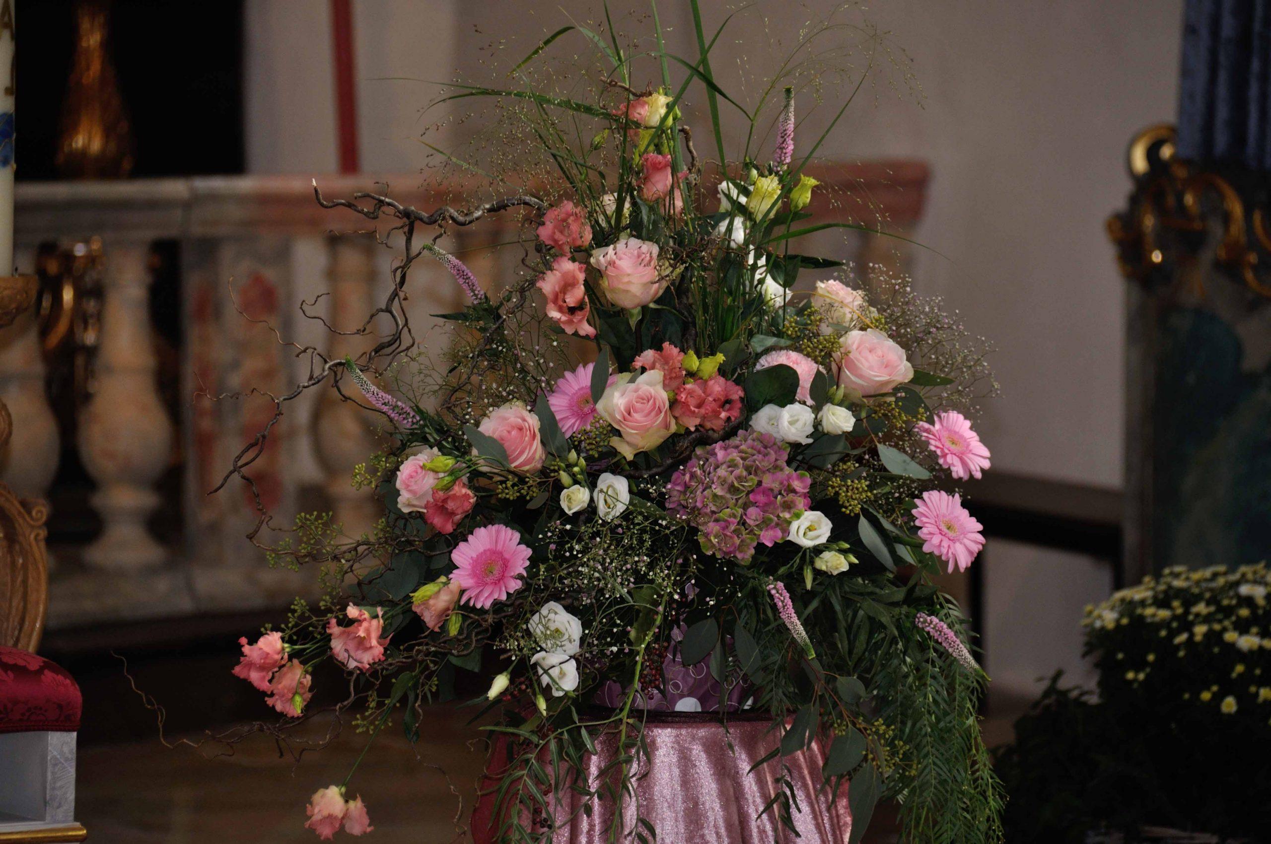 11 Kirchenschmuck in Rosa