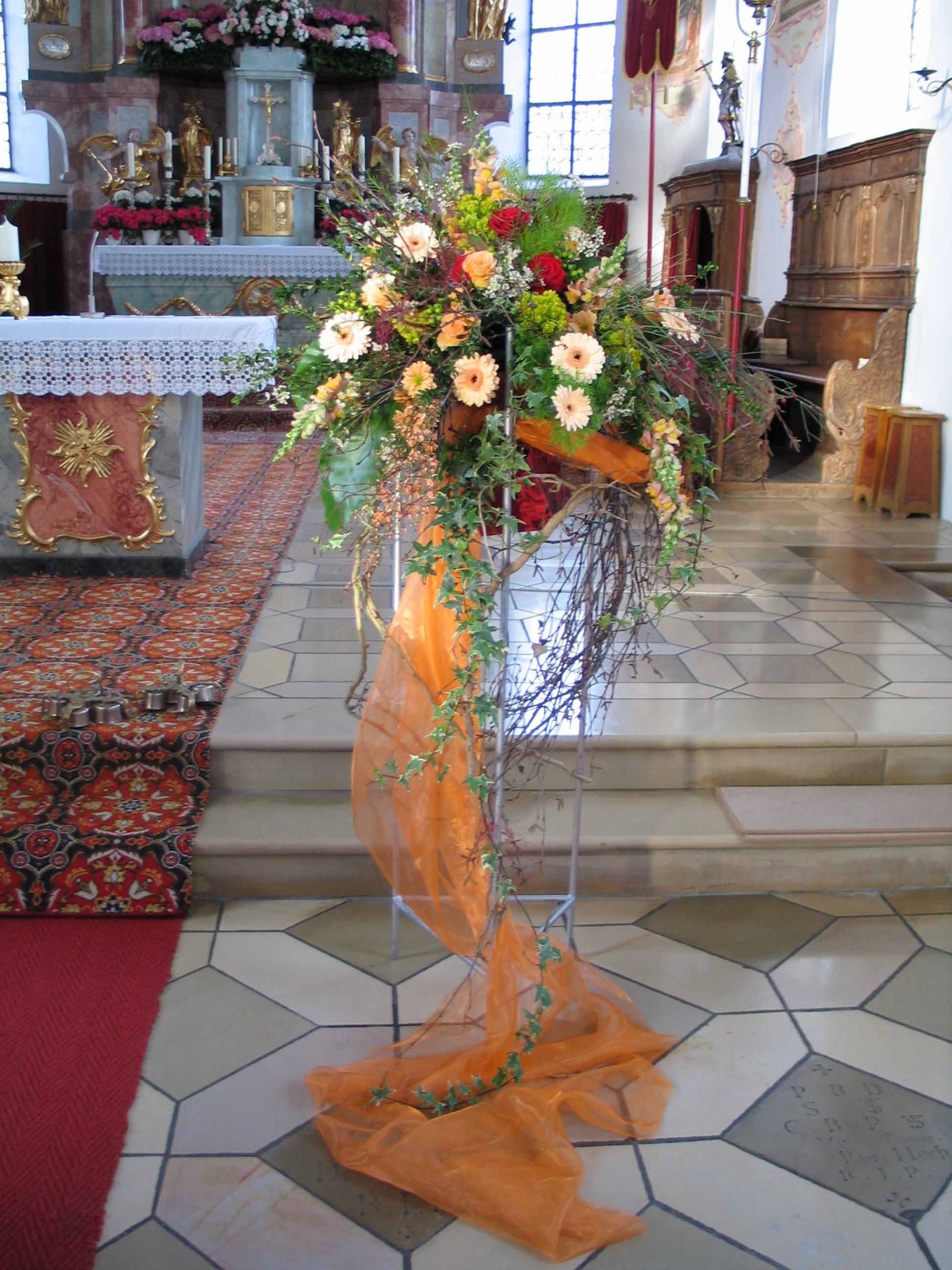 21 Kirchenschmuck in Apricot-Rot