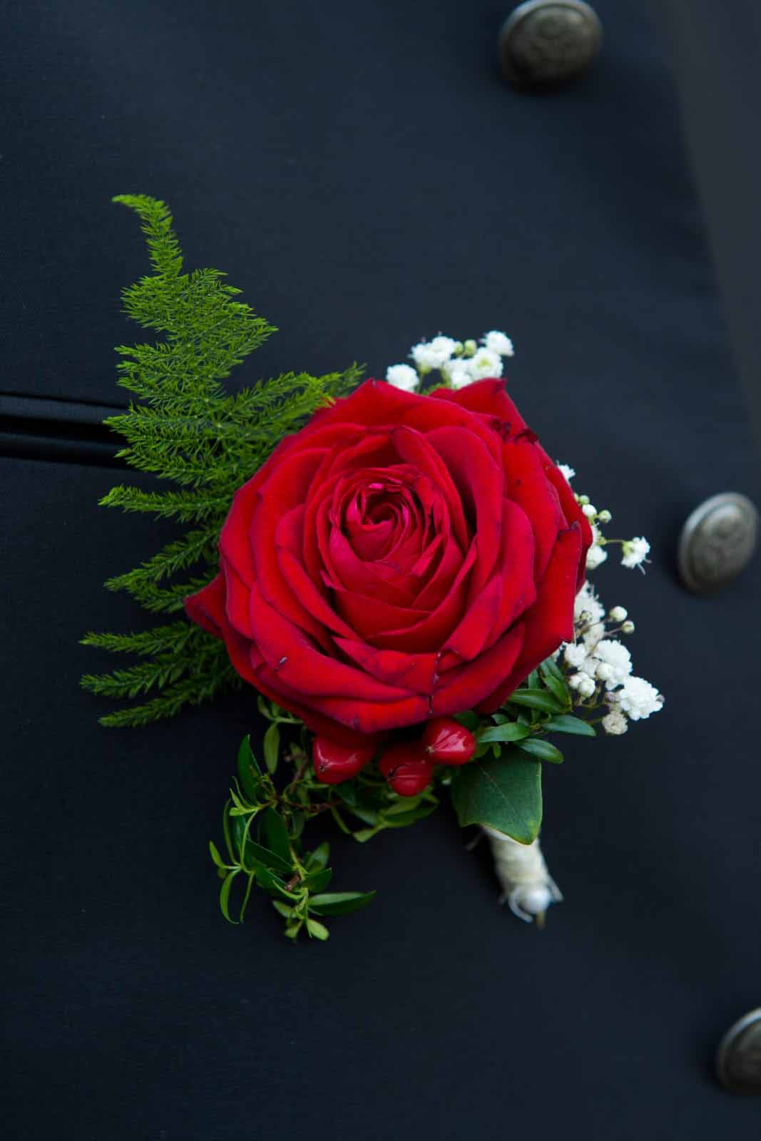 23 Anstecker Rose rot