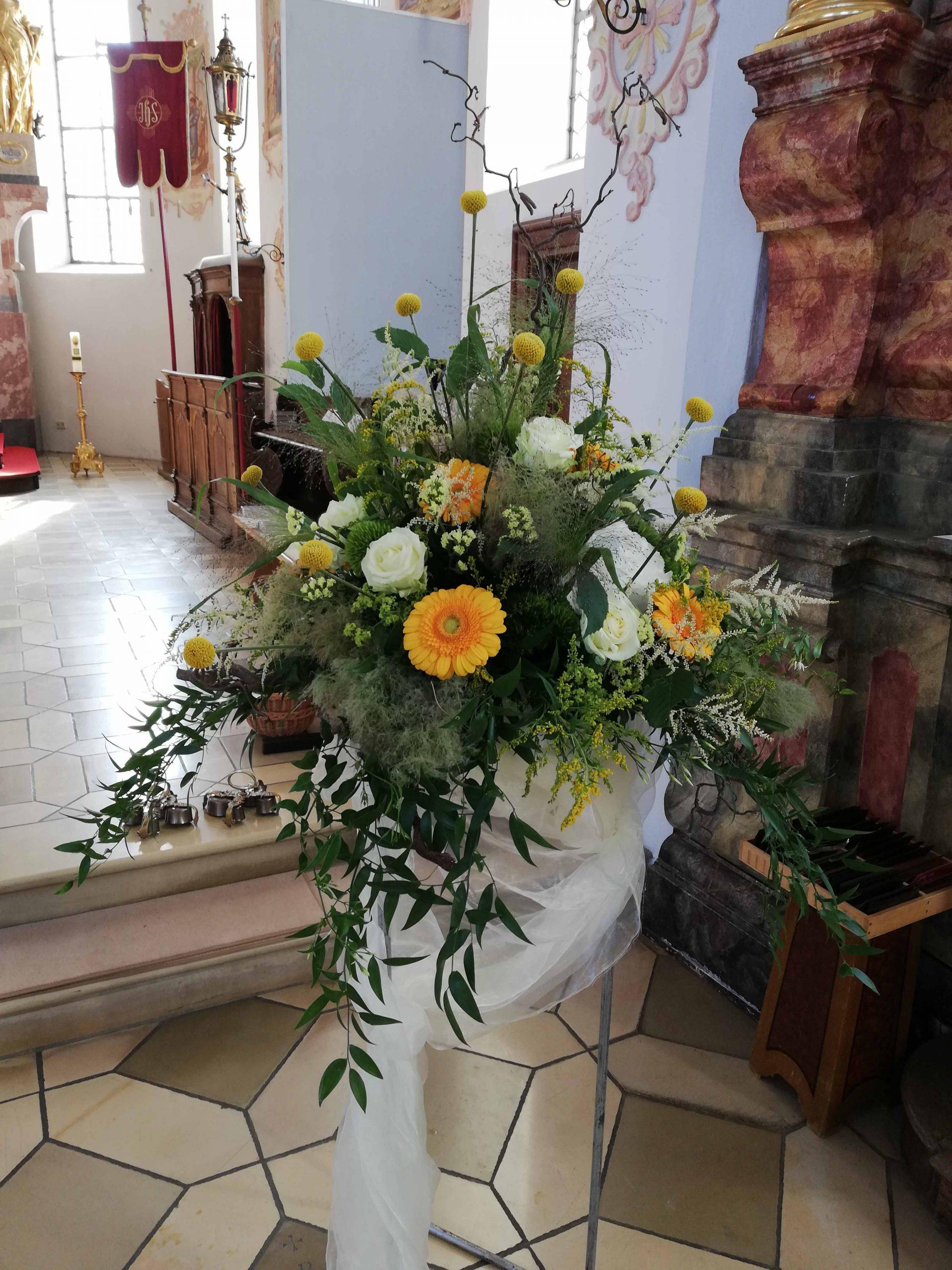 25 Kirchenschmuck in Gelb-Weiß