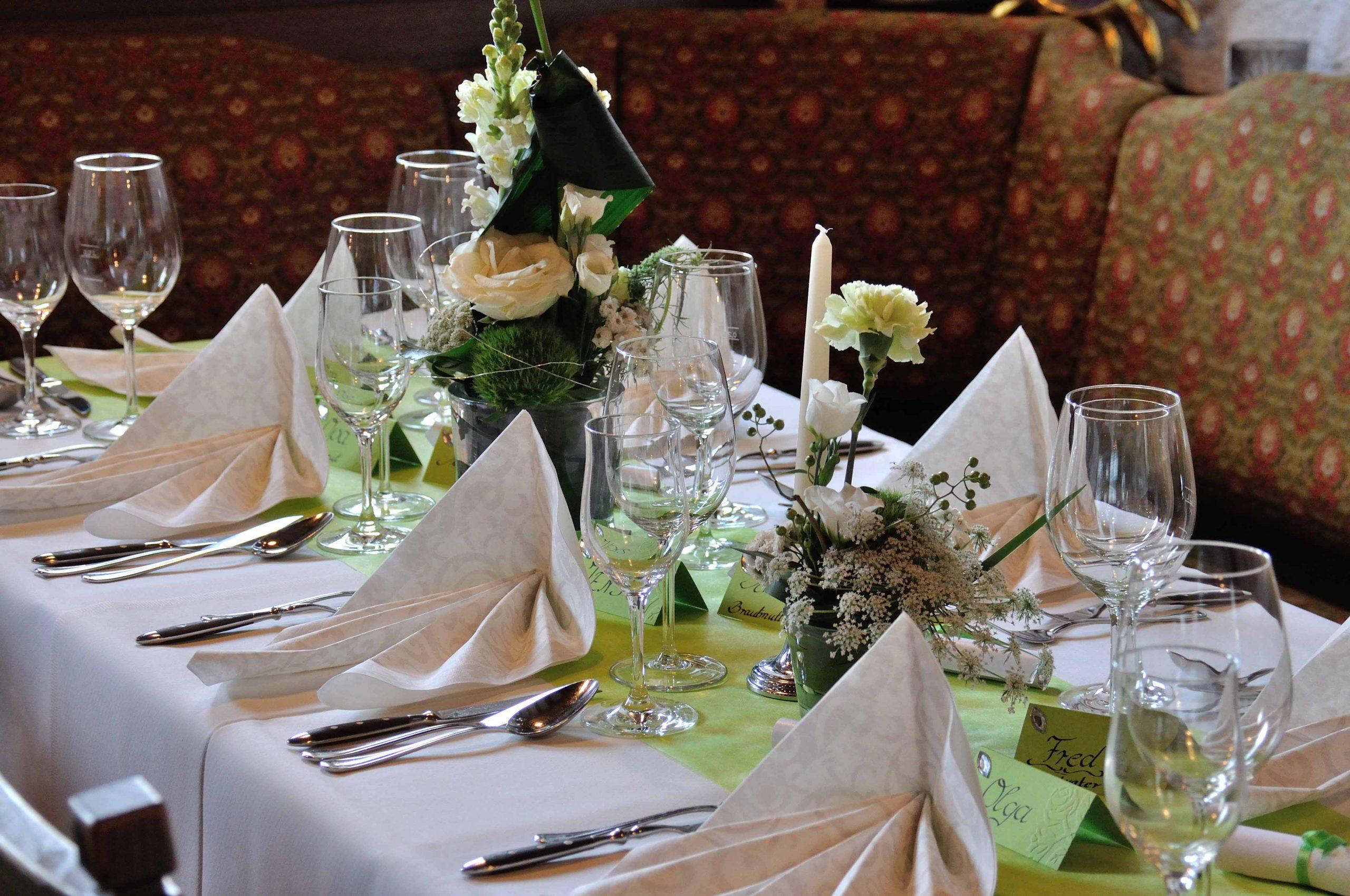 31 Tischgesteck creme-grün