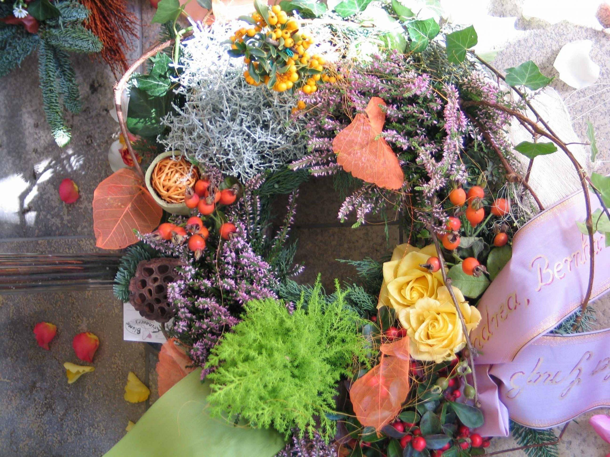 35 Herbstlich gepflanzter Trauerkranz