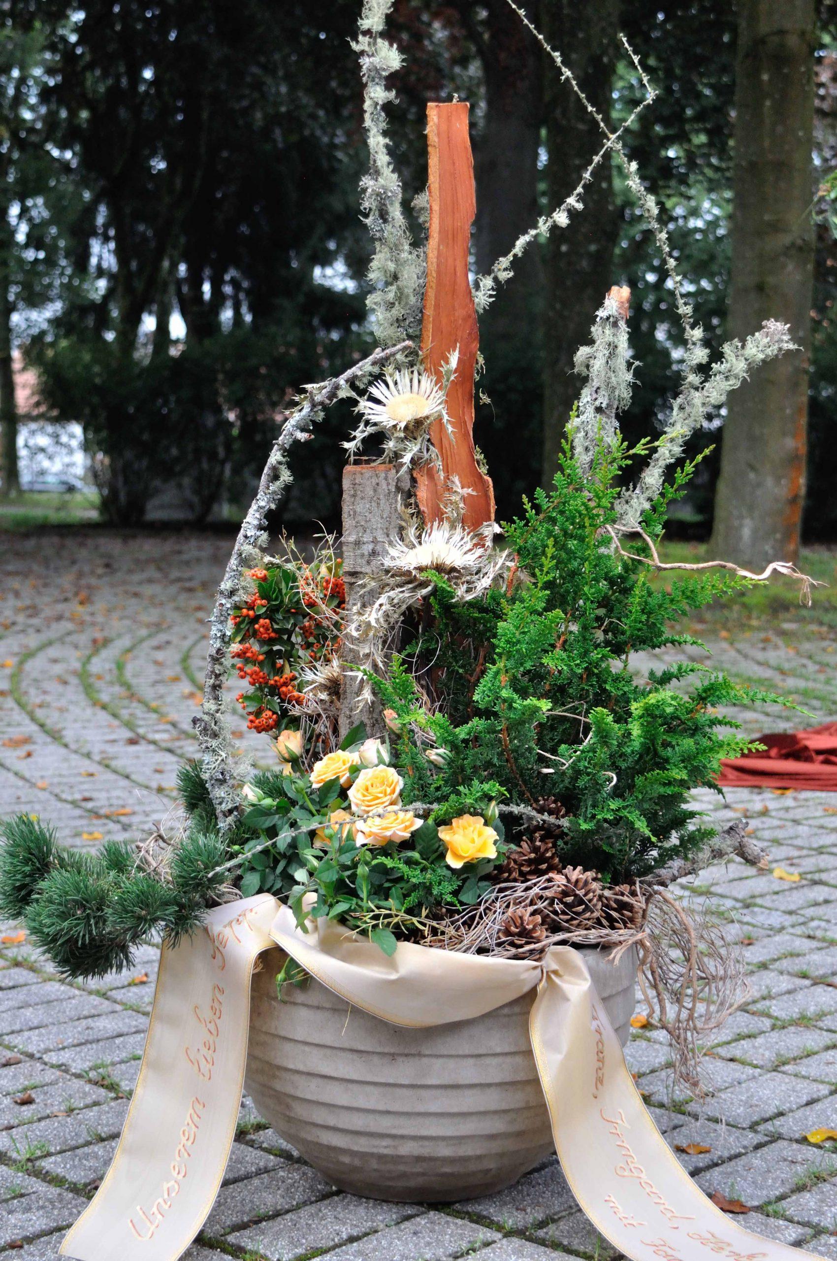 43 Keramik-Pflanzschale haltbar bepflanzt
