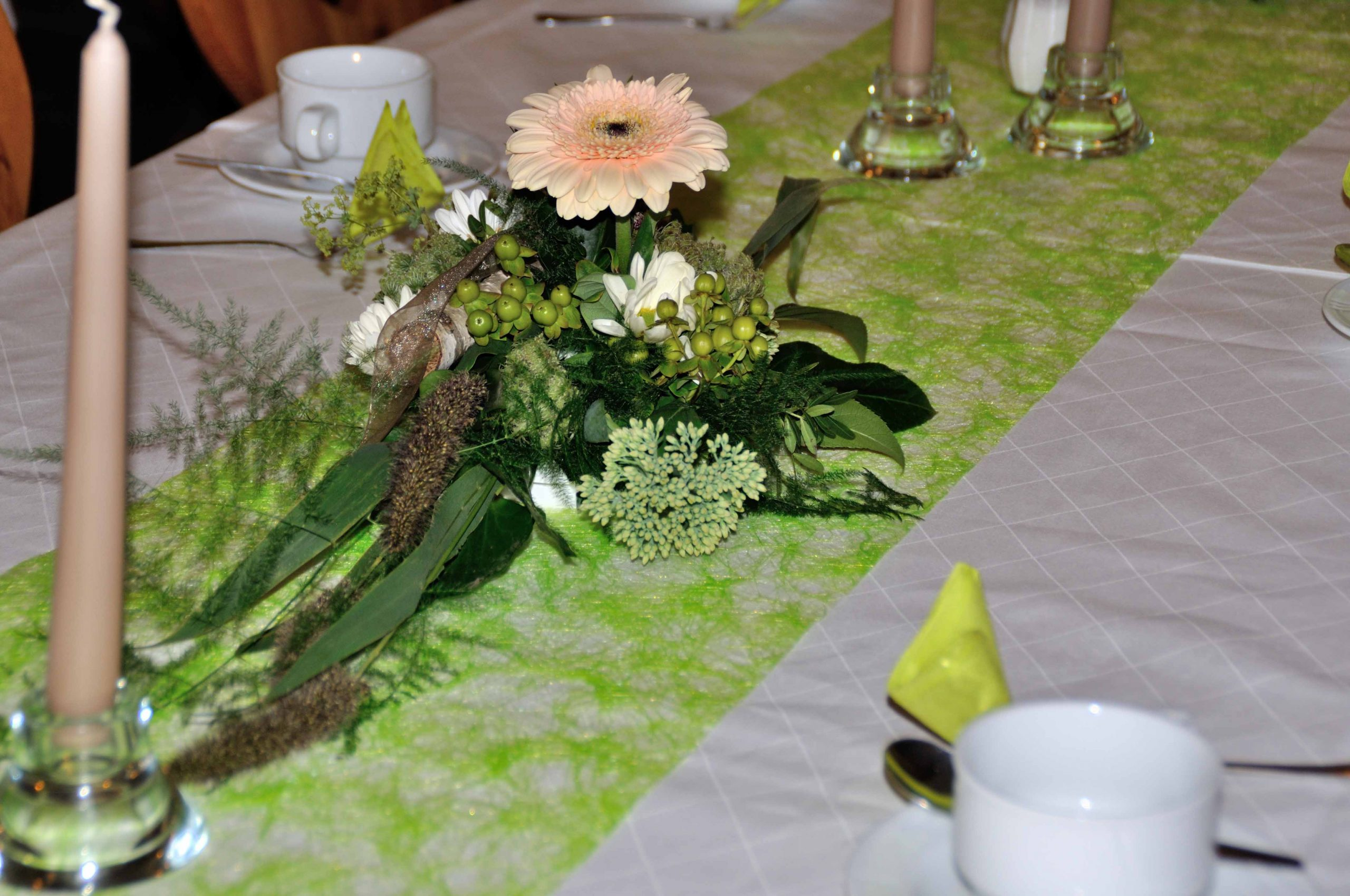 47 Tischgesteck weiß-mauve