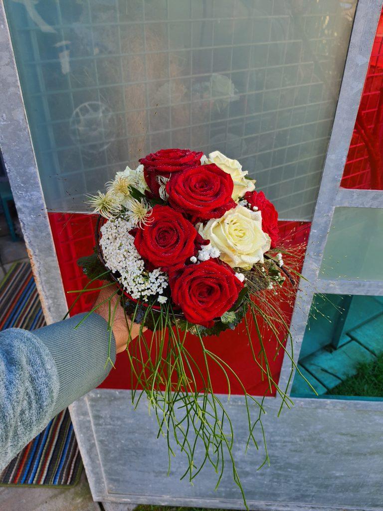 Br 05,3 Rosenkugel rot weiß