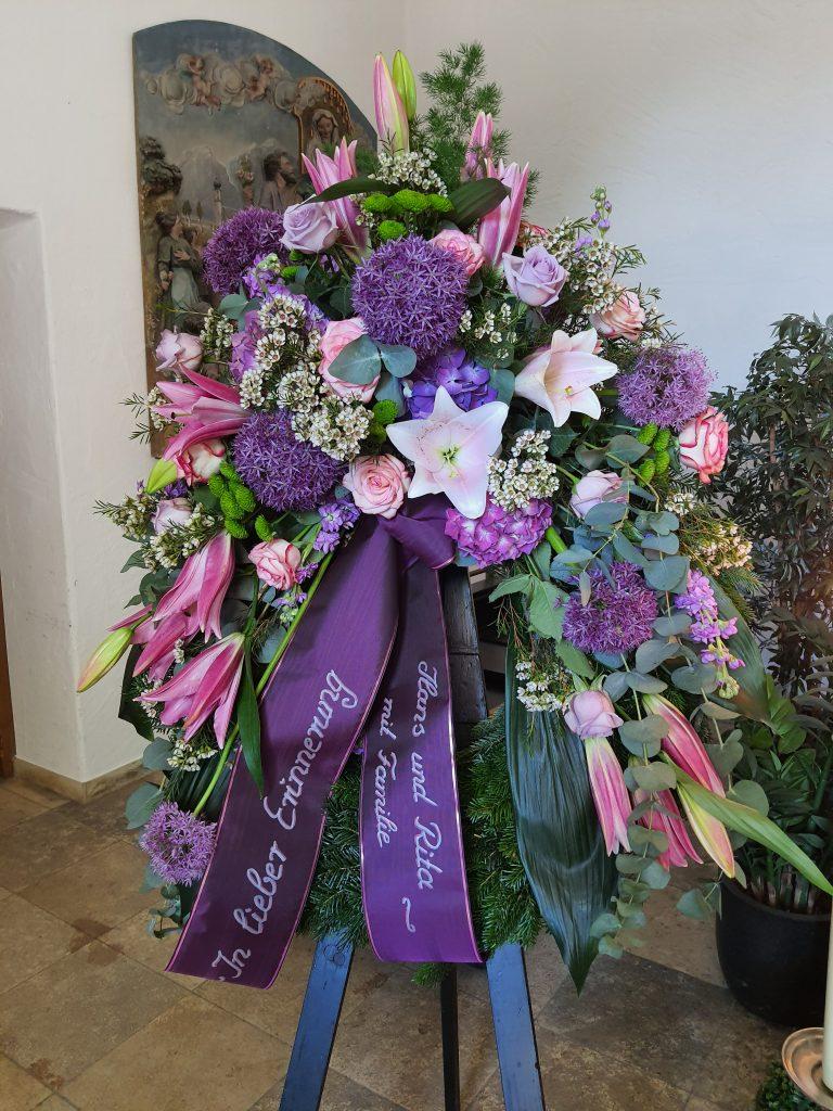 28 Kranz mit Kopfgarnierung rosa, beere, lila