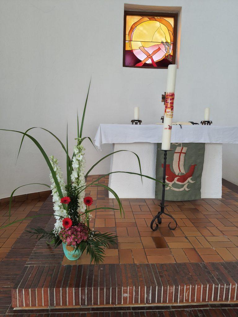 26 Dezenter Altarschmuck weiß-rot