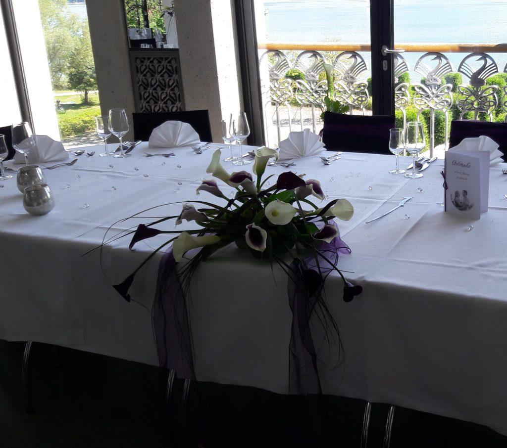 54 Tischgestecke mit Calla Calla weiß-Flieder